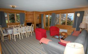 Three-Bedroom Apartment Botzatei 002, Apartmány  Verbier - big - 11