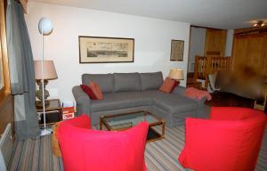 Three-Bedroom Apartment Botzatei 002, Apartmány  Verbier - big - 9