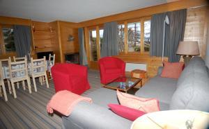 Three-Bedroom Apartment Botzatei 002, Apartmány  Verbier - big - 7