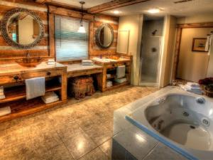 Honeymoon Hideaway Home, Dovolenkové domy  Bryson City - big - 9