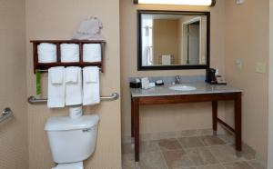 Queen Room with Two Queen Beds Tub - Hearing Accessible/Non-Smoking