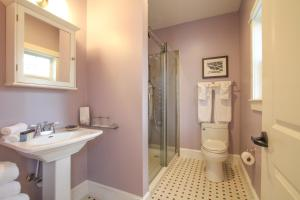 Beach Spa Bed & Breakfast, Bed and Breakfasts  Virginia Beach - big - 44