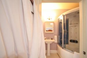 Beach Spa Bed & Breakfast, Bed and Breakfasts  Virginia Beach - big - 31