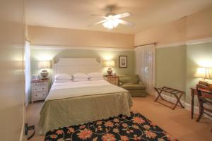 Beach Spa Bed & Breakfast, Bed and Breakfasts  Virginia Beach - big - 37