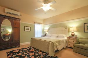 Beach Spa Bed & Breakfast, Bed and Breakfasts  Virginia Beach - big - 39
