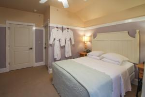 Beach Spa Bed & Breakfast, Bed and Breakfasts  Virginia Beach - big - 54