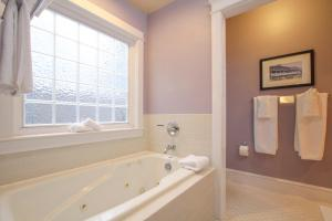 Beach Spa Bed & Breakfast, Bed and Breakfasts  Virginia Beach - big - 63