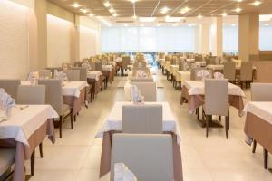 Hotel Montreal, Hotely  Bibione - big - 58