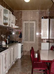Kaxa apartment on Agmashenebeli 15, Apartmány  Batumi - big - 13