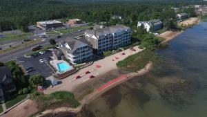 Cherry Tree Inn and Suites, Отели  Traverse City - big - 73