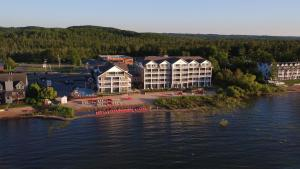 Cherry Tree Inn and Suites, Отели  Traverse City - big - 72