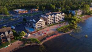 Cherry Tree Inn and Suites, Отели  Traverse City - big - 71