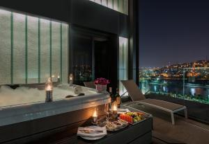 Golden Horn Suite with Whirlpool and Terrace
