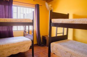 Cama en habitación femenina compartida de 4 camas