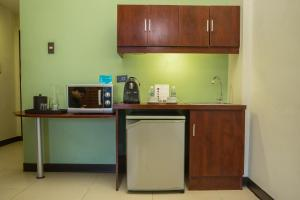 Microtel by Wyndham Mall of Asia, Hotely  Manila - big - 8