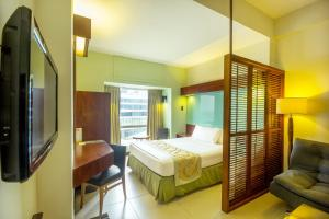 Microtel by Wyndham Mall of Asia, Szállodák  Manila - big - 5