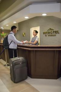 Microtel by Wyndham Mall of Asia, Szállodák  Manila - big - 49