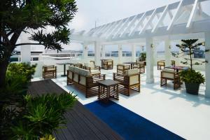 Microtel by Wyndham Mall of Asia, Отели  Манила - big - 54