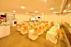Best Hotel Kedungsari, Szállodák  Surabaya - big - 13