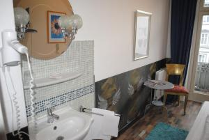 Hostel Single Room with Shared Bathroom