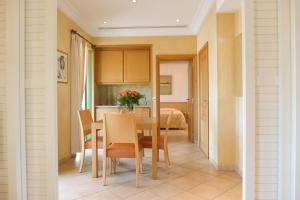 Résidence La Loggia, Apartmány  Cannes - big - 42