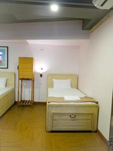 Private Female Room with 5 Beds & Shared Bathroom