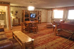 Gateway Inn and Suites, Hotel  Salida - big - 41