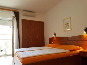 Guesthouse Villa Adria, Penziony  Malinska - big - 11