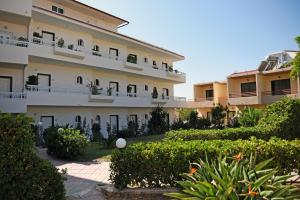 Lyristis Studios & Apartments, Апарт-отели  Фалираки - big - 34