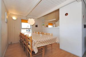 Holiday home Ørredvej H- 3356, Holiday homes  Nørre Vorupør - big - 6