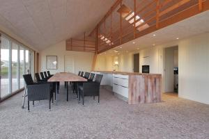 Four-Bedroom Holiday Home Søren 08, Holiday homes  Rønde - big - 9