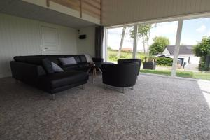 Four-Bedroom Holiday Home Søren 08, Holiday homes  Rønde - big - 7