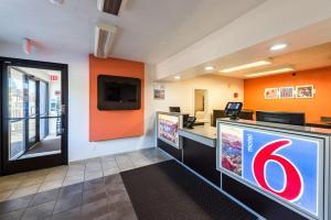 Motel 6 Reno West, Hotely  Reno - big - 37