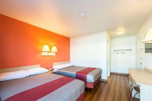 Motel 6 Reno West, Hotely  Reno - big - 6