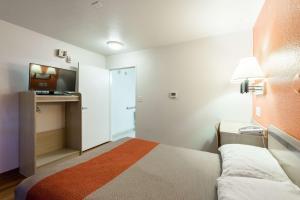 Motel 6 Reno West, Hotely  Reno - big - 12