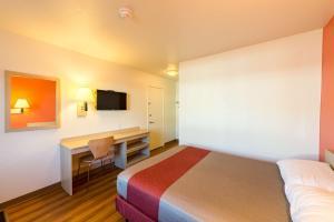 Motel 6 Reno West, Hotely  Reno - big - 17
