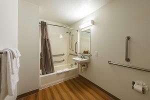 Motel 6 Reno West, Hotely  Reno - big - 21