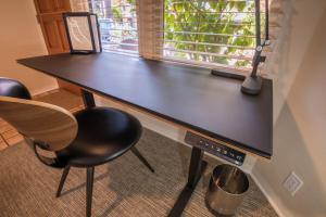 Deluxe Queen Studio with Kitchen - Eight