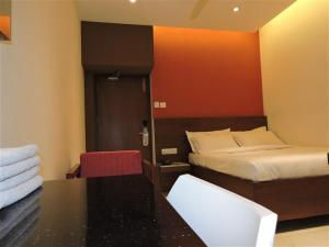 Gayathri Hotels, Отели  Tiruppūr - big - 4