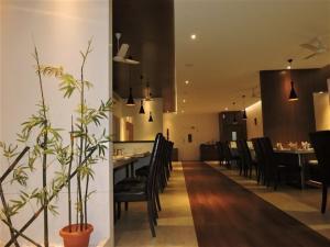 Gayathri Hotels, Отели  Tiruppūr - big - 24