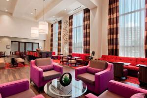 Hampton Inn & Suites Detroit/Airport Romulus, Szállodák  Romulus - big - 14