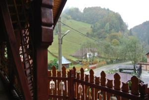 Pensiune Restaurant Piatra Craiului, Гостевые дома  Dîmbovicioara - big - 51