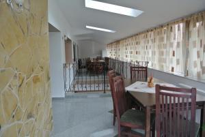Pensiune Restaurant Piatra Craiului, Гостевые дома  Dîmbovicioara - big - 48