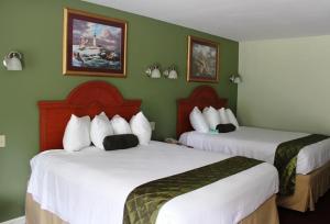 Deluxe Queen Room with Two Queen Beds - Non Smoking