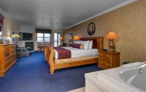 Cherry Tree Inn and Suites, Отели  Traverse City - big - 14