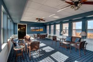 Cherry Tree Inn and Suites, Отели  Traverse City - big - 55