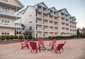 Cherry Tree Inn and Suites, Отели  Traverse City - big - 54