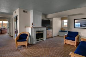 Cherry Tree Inn and Suites, Отели  Traverse City - big - 51