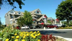 Cherry Tree Inn and Suites, Отели  Traverse City - big - 48
