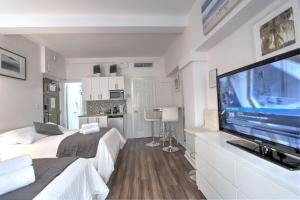 Deluxe Studio Apartment